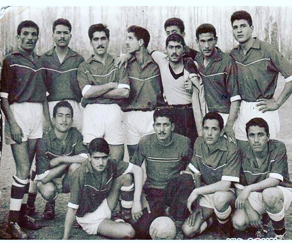 عکسی از استاد شجریان در لباس تیم فوتبال