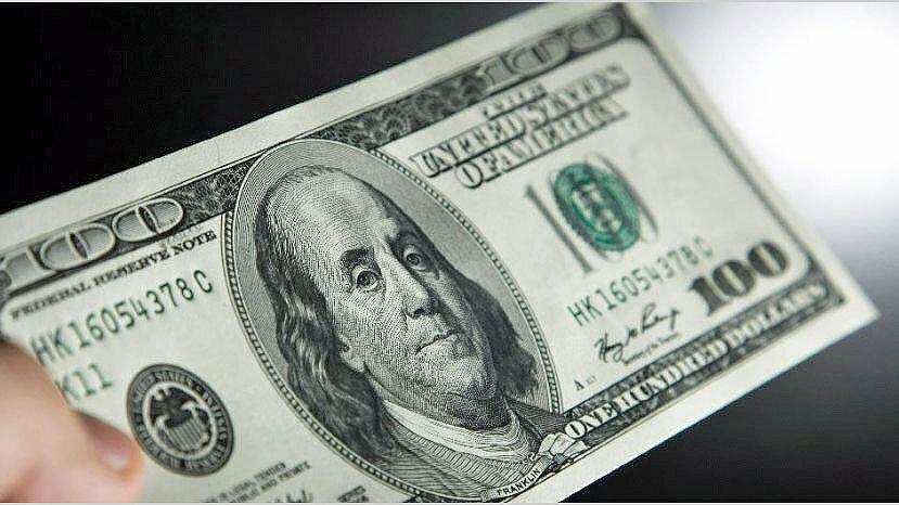 سقوط دلار در برابر یوآن چین