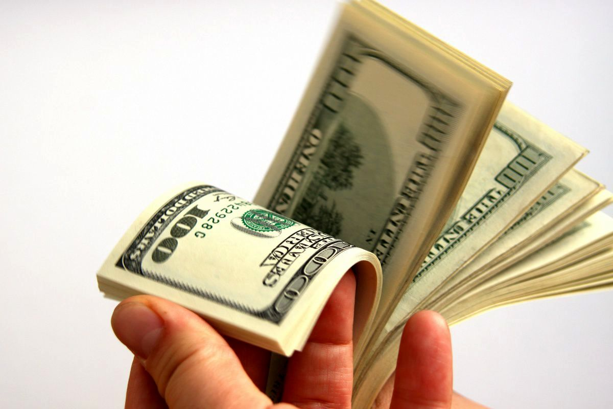 چهار خبری که میتواند روند قیمت دلار را تغییر دهد، دلار از قله باز خواهد گشت؟