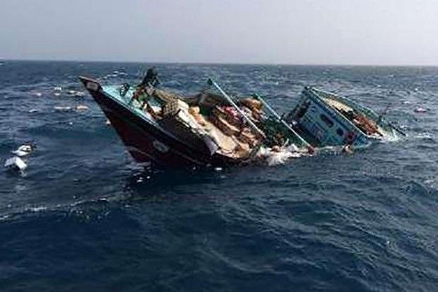 نجات ۴ سرنشین شناور غرقشده در مسیر دبی