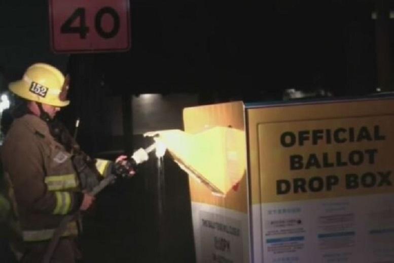 آتش سوزی در داخل یک صندوق رأی در آمریکا