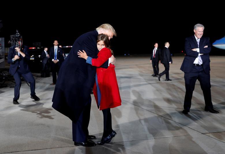دختر ایوانکا در آغوش ترامپ