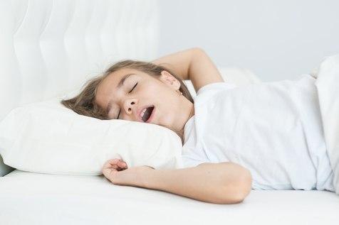 ۱۲ راه برای رفع بیخوابی کودکان