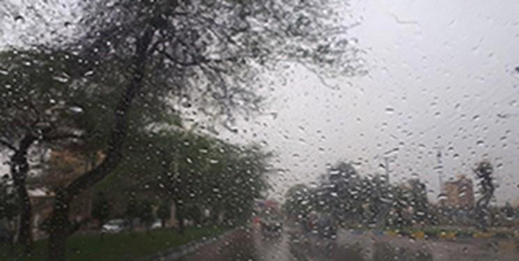 بارش برف و باران در جادههای برخی استانها