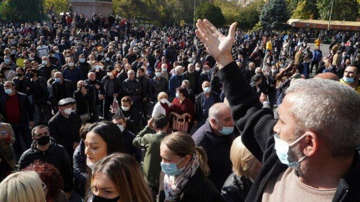 پارلمان ارمنستان برکناری پاشینیان را بررسی میکند