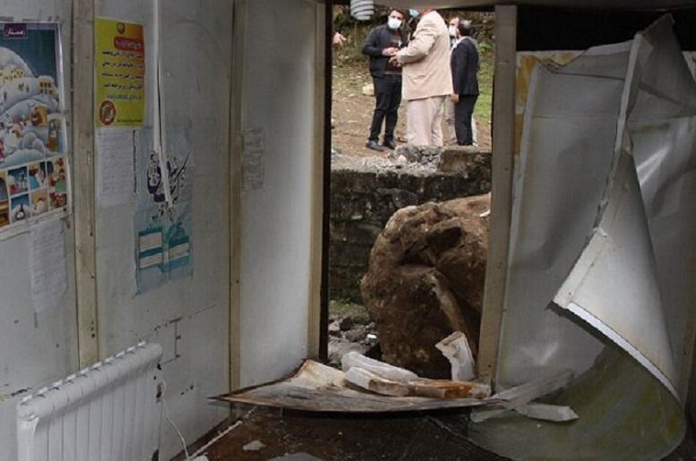 ریزش کوه در آستارا یک کلاس درس را تخریب کرد