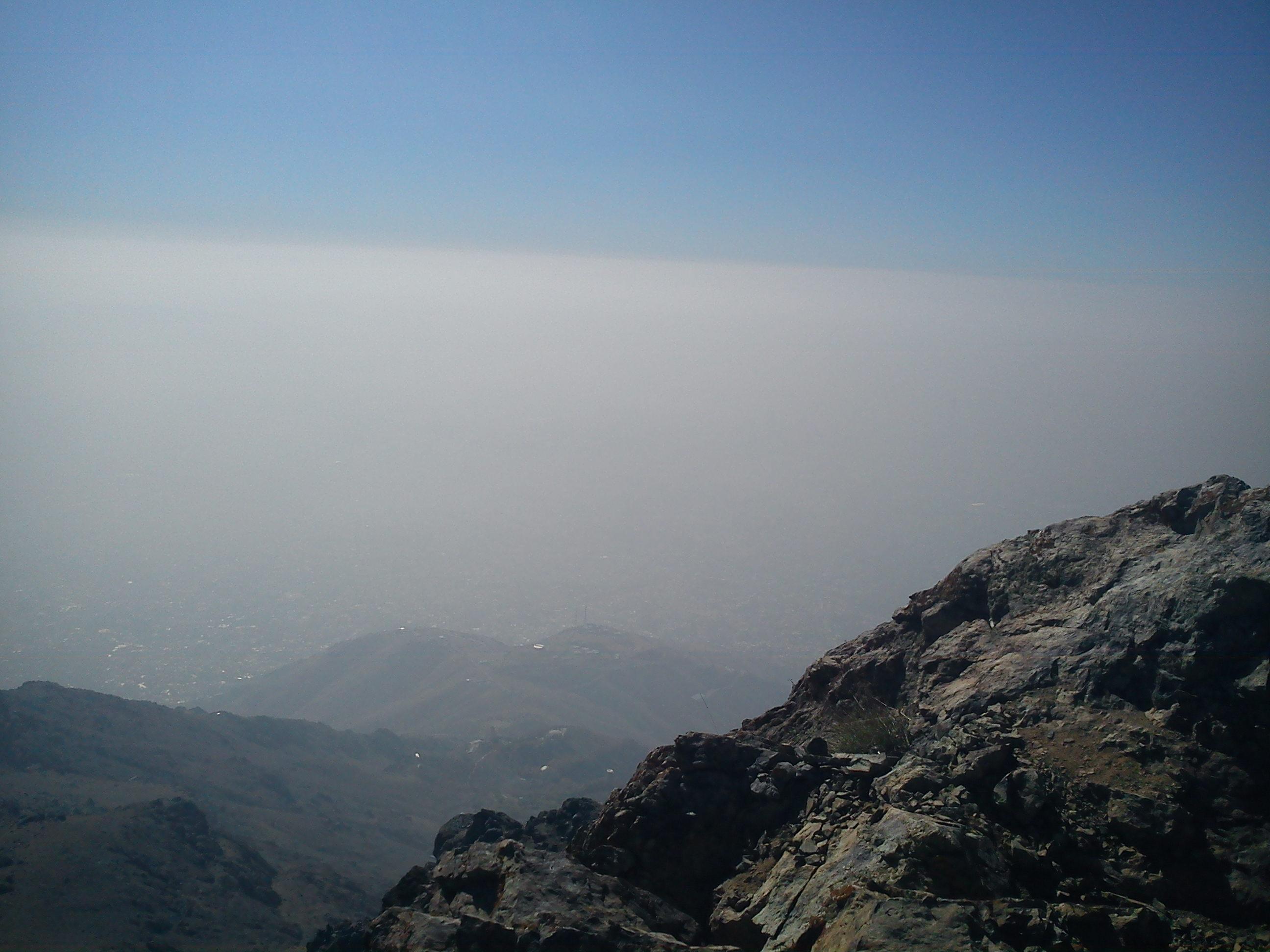 نمایی از هوای آلوده تهران از قله کلکچال