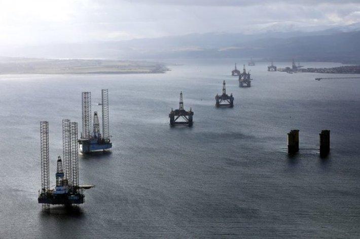نیمی از تولید نفت و گاز خلیج مکزیکوی آمریکا تعطیل شد