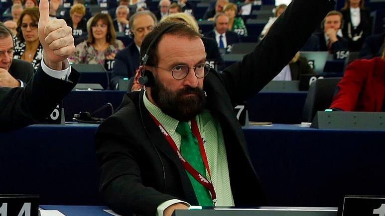 """استعفای نماینده پارلمان اروپا به دلیل """"میهمانی جنسی"""""""
