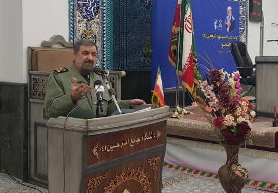 رضایی: غربزده ها در ایران، اقتصاد را گروگان گرفته اند