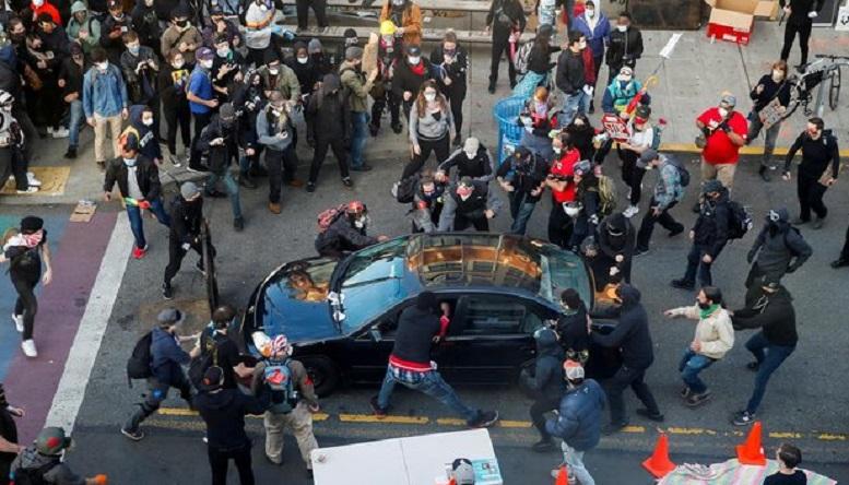 برخورد خودرو به تظاهرات ضد نژادپرستی در نیویورک