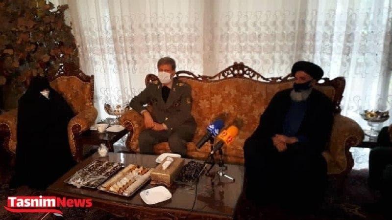 حضور وزیر دفاع در منزل شهید فخریزاده