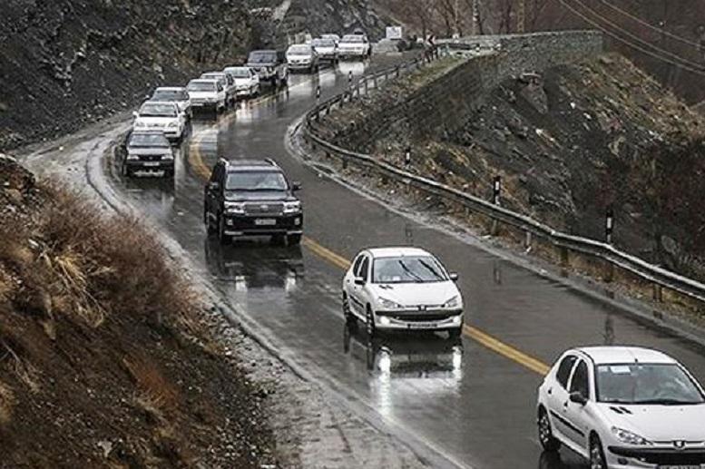 تداوم بارش برف و باران در جادههای شمالی