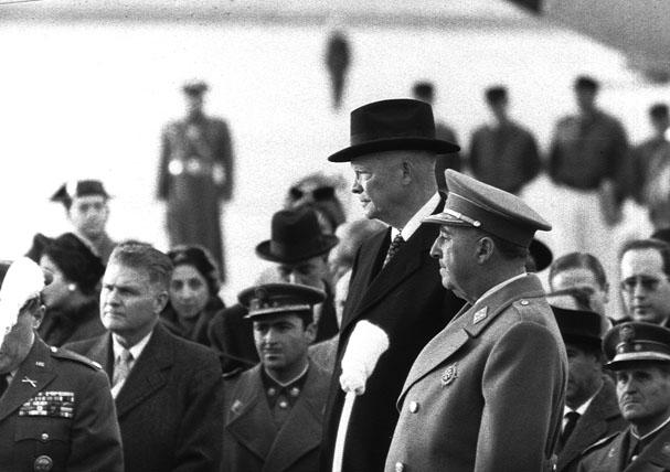 خاندان حاکم بر سیاست آمریکا / تصاویر نادر از آیت الله طالقانی / سخنرانی دیکتاتور اسپانیا پس از پیروزی