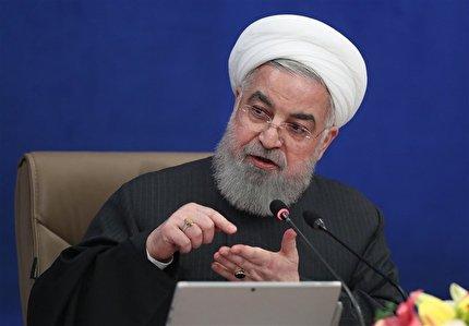روحانی: چرا از پیروزیهای مردم فیلم نمیسازید؟/ با پول ملت فیلم میسازید، پس واقعیتها را نشان دهید/...
