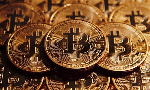 عبور بیتکوین از مرز ۶۱ هزار دلار