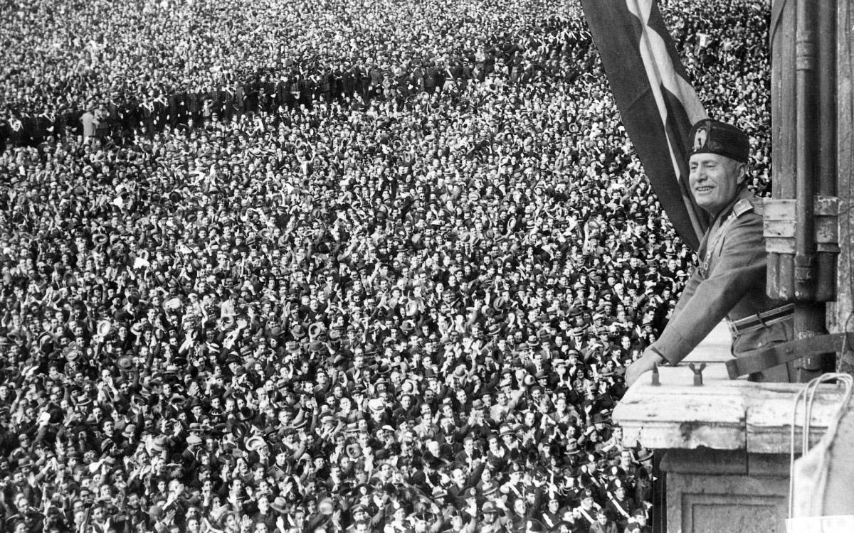 تاریخچه تاریک ال کلاسیکو / تصاویری از زندگی و اعدام موسولینی / تصاویر شش گانگستر معروف تاریخ / همه رسواییهای سلطنتی اروپا / روزی که اتریش به آلمان الحاق شد