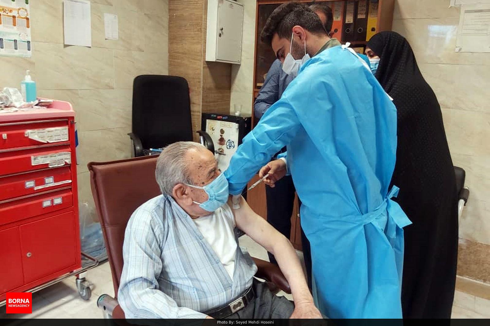 آغاز واکسیناسیون کرونا به پزشکان مطبها در قم