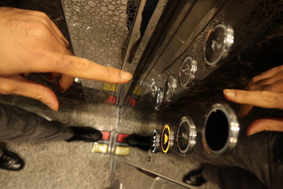 راه همیشگی جلوگیری از انتقال بیماری با کلید آسانسور