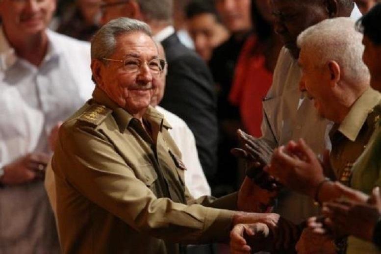 کاسترو از ریاست حزب کمونیست کوبا کناره گیری میکند