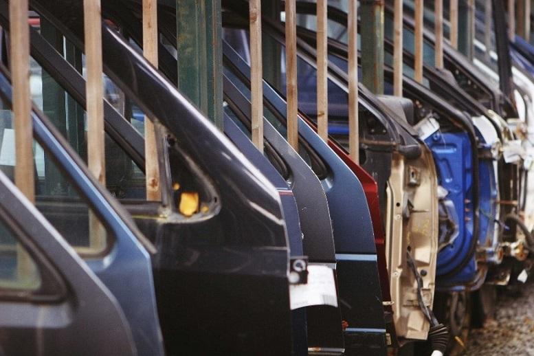پارامترهای موثر بر قیمت روز اتومبیل