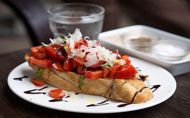 بروسکتا؛ پیش غذایی اشتهاآور از ایتالیا
