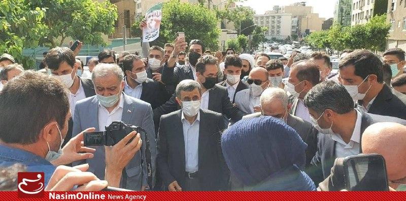احمدی نژاد وارد وزارت کشور شد