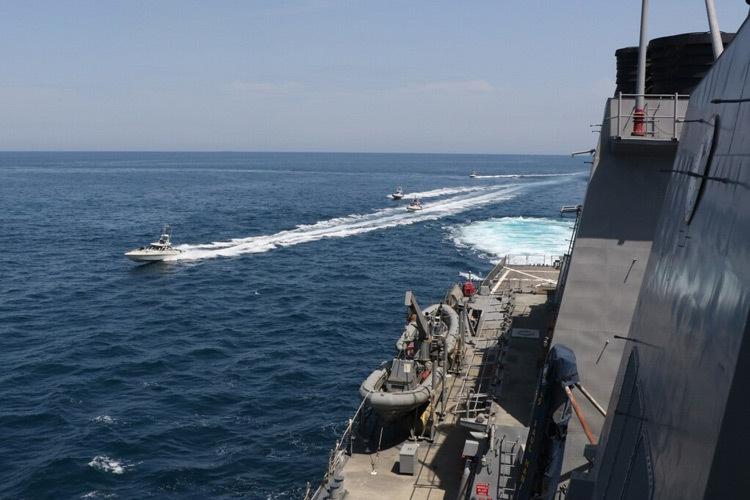 ادعای نزدیک شدن قایقهای سپاه به کشتیهای آمریکایی