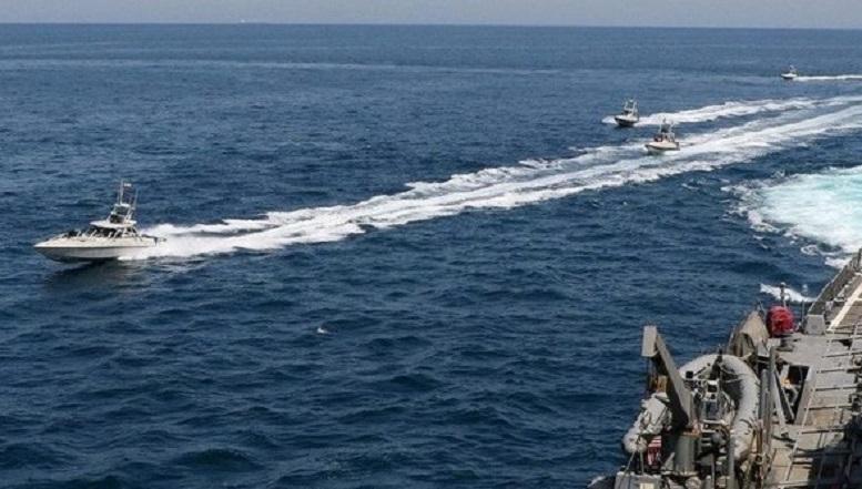 شلیک هشدار کشتی آمریکا علیه قایقهای سپاه