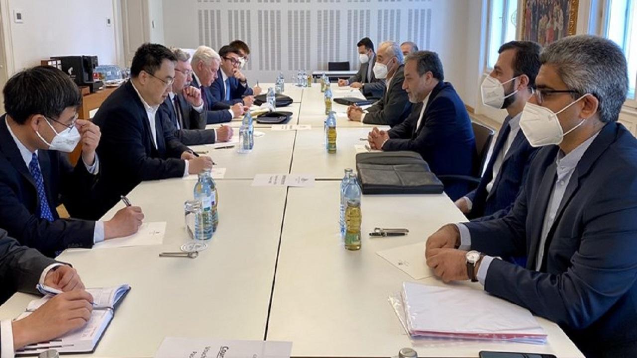 دیدار سه جانبه هیاتهای ایران، چین و روسیه در وین