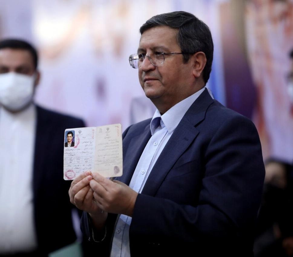 همتی:تا تصمیم رئیسجمهور من رئیس بانک مرکزیام