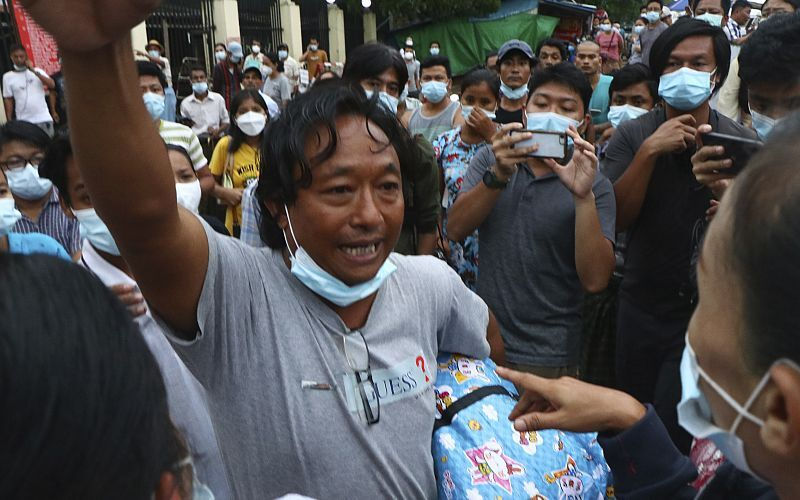 ارتش میانمار هزاران زندانی را آزاد کرد