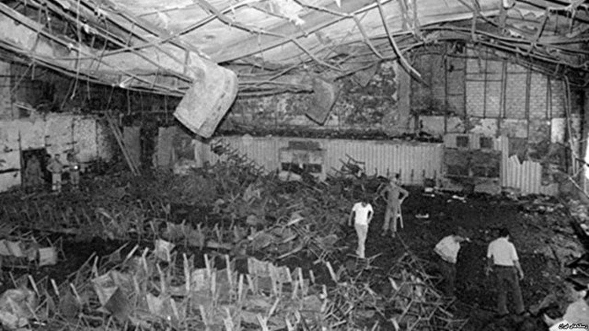 مخوفترین تکاور جنگ جهانی دوم / عملیات انفال، قتل عام کردها توسط رژیم بعث عراق / دفاعیات متهمان نازی در دادگاه نورنبرگ / سوگواری بازماندگان قربانیان سینما رکس آبادان