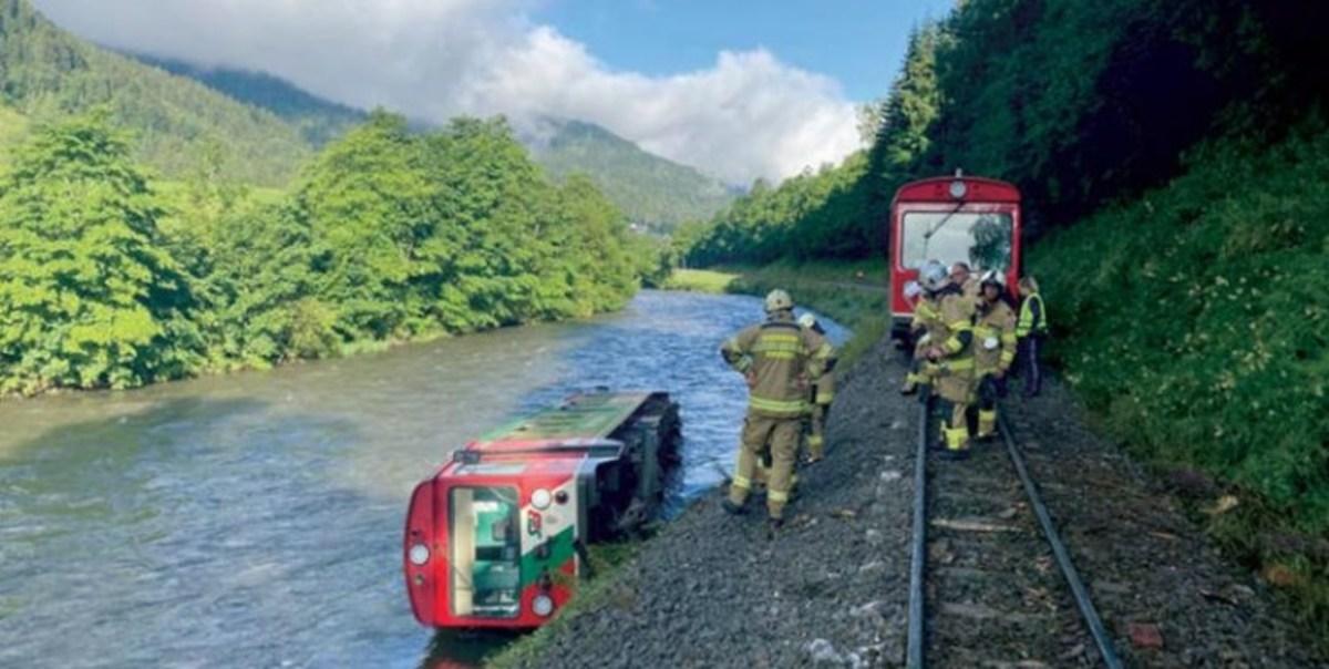 ۱۷ مجروح در حادثه خروج قطار از ریل در اتریش