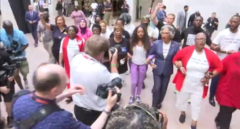 بازداشت نماینده حامی سیاه پوستان در کنگره آمریکا