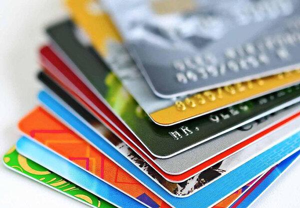 چالش ۴۰۰ میلیون کارت بانکی برای اقتصاد/ تهرانیها رکوردارند/ هر ایرانی به طور میانگین چند کارت بانکی دارد؟