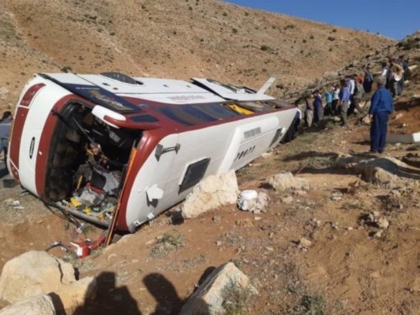 دستور وزیر راه برای بررسی سانحه اتوبوس خبرنگاران