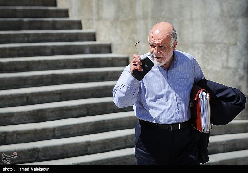 وزیر نفت دولت روحانی: نفت را به شما و شما را به خدا میسپارم/ خبرهای غیررسمی از توقف صادرات بنزین/ چرا دلار به بالاترین قیمت ۹ ماه اخیر رسید؟