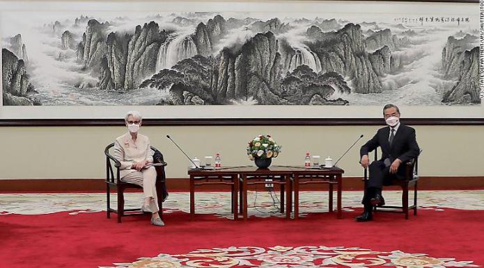 وزیر خارجه چین: آمریکا تکبر و تعصب را کنار بگذارد
