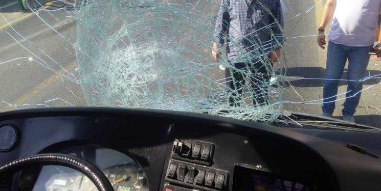 اتوبوس بی آر تی پس از تصادف با عابر پیاده