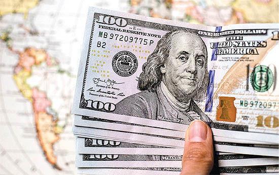ضربات جبرانناپذیر دلار ۴۲۰۰ تومانی بر اقتصاد کشور؛ از سرکوب تولید داخل تا قاچاق گسترده