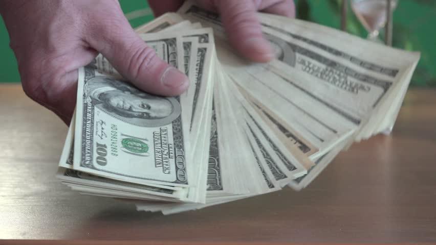 چوب حراج به منابع ارزی با سیاست دلار ۴۲۰۰ تومانی؛ دولت سیزدهم باید ارز را تک نرخی کند