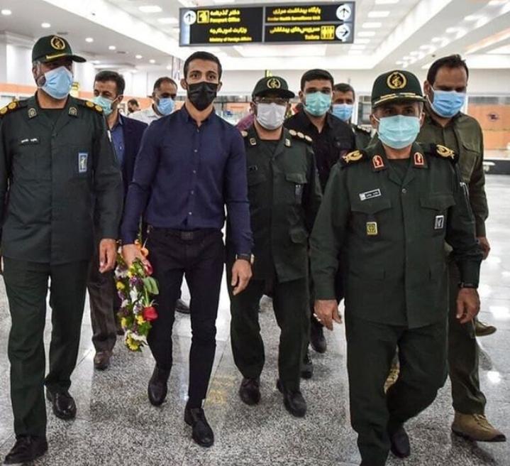 استقبال از محمدرضا گرایی قهرمان جهان در فرودگاه شیراز