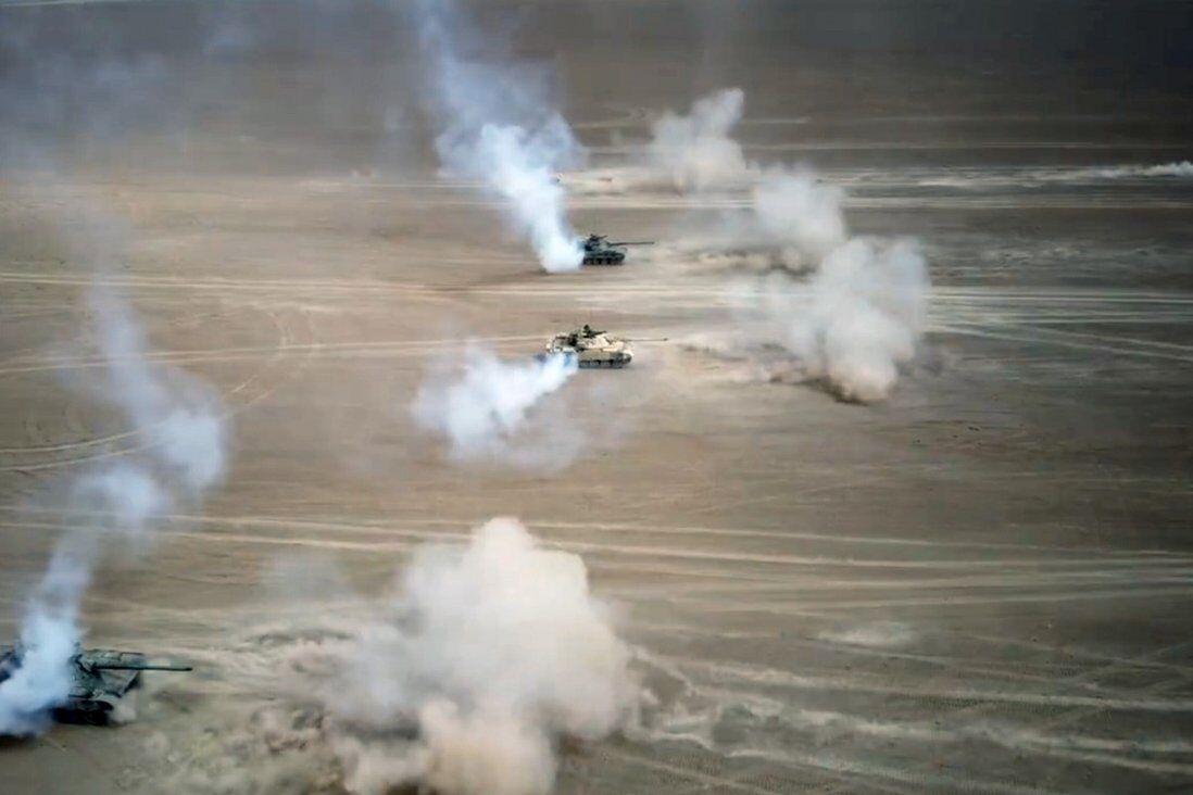 آزادی دو راننده کامیون ایرانی توسط جمهوری آذربایجان/ ادعای رسانه آمریکایی درباره پیشنهاد ایران به عربستان برای بازگشایی کنسولگری/ استقرار تانکهای چین در مرز هند/ دیدار مقامهای ارشد نظامی ایران و پاکستان