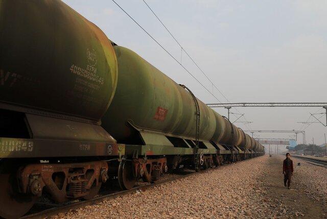 اتحاد پالایشگاههای هندی برای واردات نفت ارزانتر