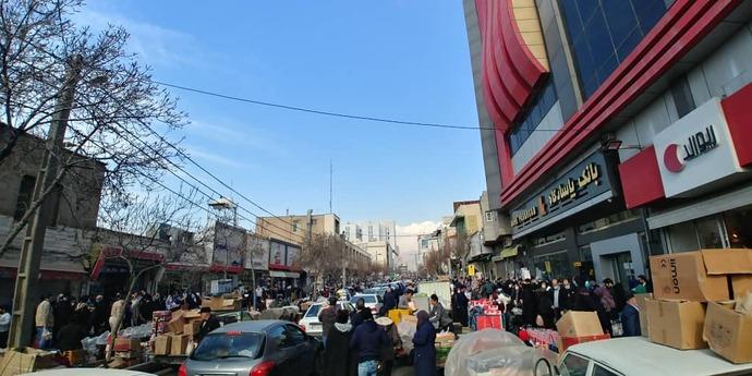 ازدحام جمعیت در بازار شوش در تهران - جمعه دهم بهمن 99؛  این تصویر مثال کوچکی از شکست کرونا در کشورمان در باور عمومی مردم و مسئولان است.