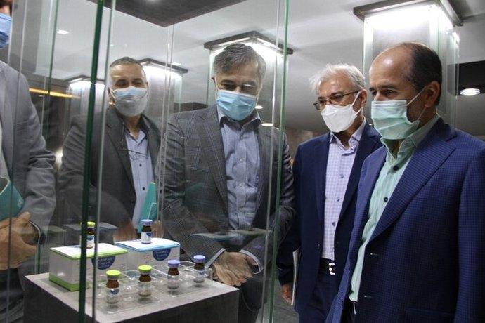 بازدید رئیس سازمان هدفمندی یارانهها از موسسه رازی در ۱۱ شهریور؛ سه روز بعد از این بازدید فاز سوم کارآزمایی بالینی واکسن رازی آغاز شده و یک هفته بعد از آن، وزیر بابت دریافت ۲۰۰ میلیارد تومان تقدیر رسمی کرده است
