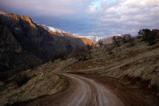 جاده های کوهستانی پلنگان و طلوع خورشید در دره زیبای تنگیور Amos Chapple