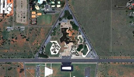 Praça dos Cristais که یک پارک با شكل هندسی است که سراسر آن با مجسمه های کریستالی پوشانده شده در برزیلیای برزیل