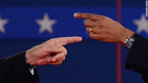 در بخشی از مناظره امشب مساله قتل سفیر آمریکا در لیبی و ناتوانی دولت اوباما برای حفظ جان دیپلمات های این کشور مورد بحث قرار گرفت که میت رامنی رئیس جمهوری آمریکا و وزارت خارجه وی را به پنهانکاری درباره قتل سفیر آمریکا در بنغازی متهم کرد.